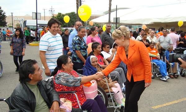 Delivery wheelchair by the Big Ball Querétaro Foundation, September 2013