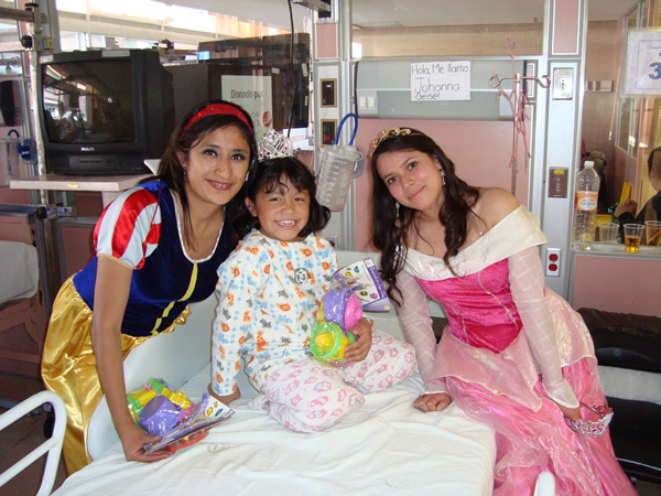 Delivery Federico Gomez Children's Hospital toys in partnership with Unilever and Lego