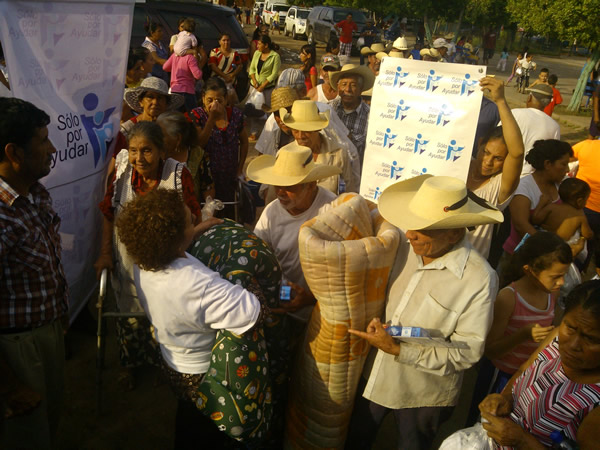 Delivery of provisions, blankets and clothing to the community of Santiago Conguripo, Municipality of Huetamo Michoacan.
