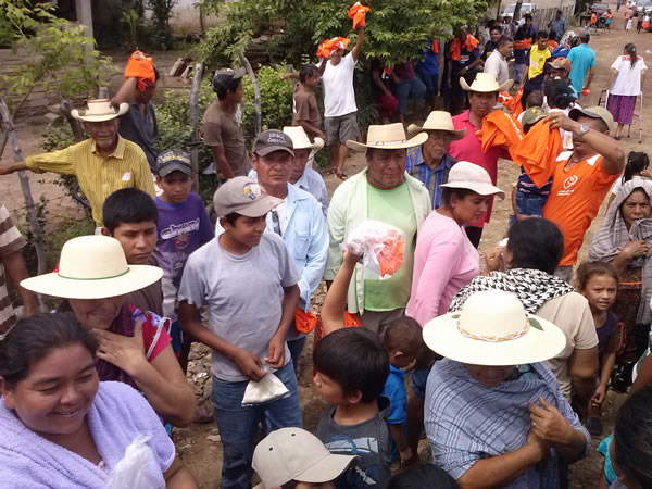 Delivery and clothing pantries in The Blade, Municipality of San Lucas, Michoacan