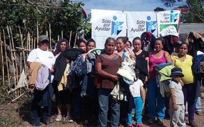 Entrega de ropa de la Comunidad de Guásimas, Municipio de Jungapeo, Michoacán
