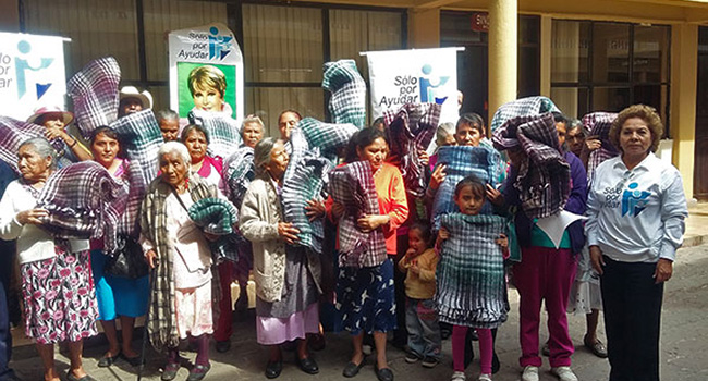 Entrega de cobijas en Municipios de Michoacán