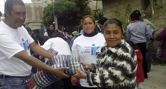 Entrega de ropa de invierno y cobijas en la Comunidad en Hielo el Huizquilucan