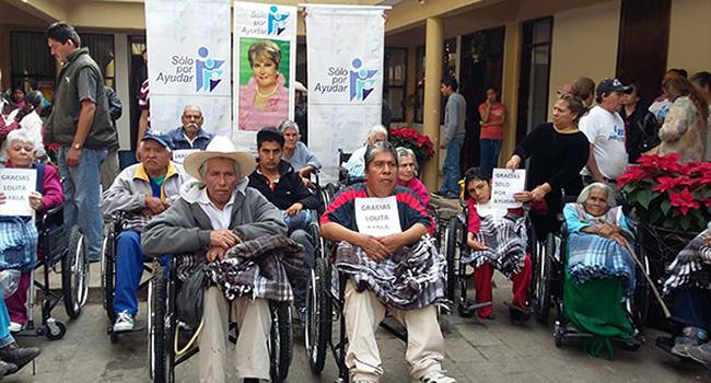 Entrega de sillas de ruedas y ropa de invierno a personas de Municipios de Michoacán