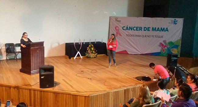 Impartimos plática sobre cáncer de mama a jóvenes de Tuxpan, Michoacán. ¡Tócate para que no te toque!