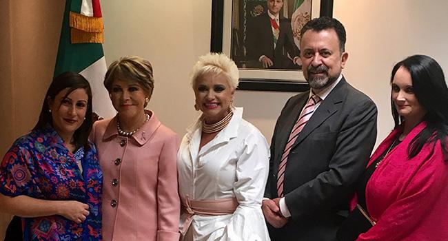 Durante el Mes Rosa, participando en el Consulado de México en Los Ángeles junto con MAITE Prida promoviendo la detección oportuna de Cáncer de mama