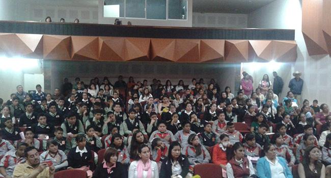 Plática sobre detección oportuna de cáncer de mama en Zitácuaro, Michoacán. Gracias DIF Zitácuaro por el espacio brindado.