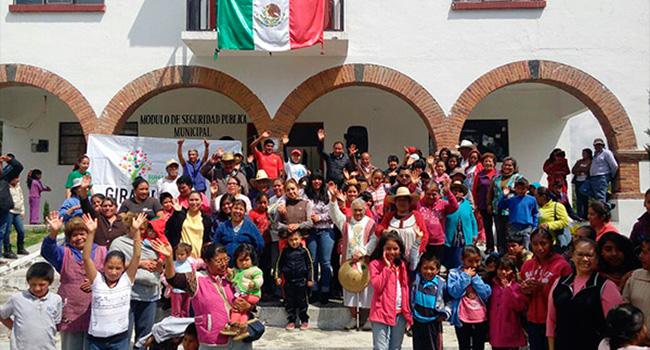 Donación de ropa en las localidades de:  El Lindero, San José Boqui y San Francisco Cheje, pertenecientes al Municipio de Jocotitlán, Estado de México