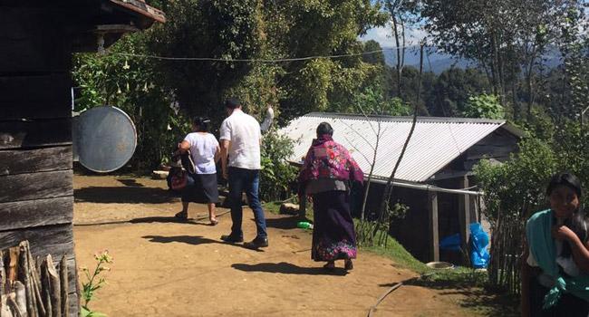 Entrega de estufas ecológicas como parte del programa para reducir la incidencia de Cáncer de Pulmón por inhalación de humo de leña en la Comunidad de Tulil Chamula Chiapas.