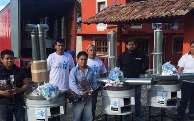 Entrega de estufas ecológicas en comunidades de artesanos de Cuetzalan en el Estado de Puebla