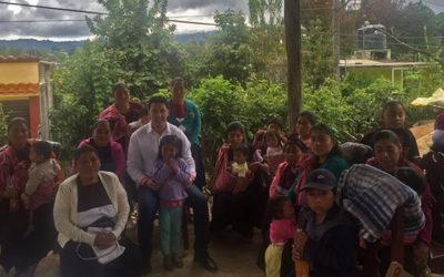 Entrega de estufas ecológicas a los artesanos de San Andrés Larrainzar, como parte de las acciones para evitar el Cáncer de Pulmón por humo de leña