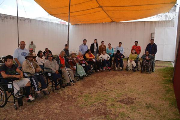 Gracias DIF Almoloya de Juárez por ayudarnos a hacer entrega de éstas sillas de ruedas que estamos seguros serán de gran utilidad para quienes más lo necesitan.