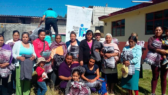 Gracias a sus donativos, en Febrero, pudimos mandar cobijas a personas de comunidades de escasos recursos de Tuxpan, Michoacán. Gracias por la confianza que siempre depositan en nosotros.