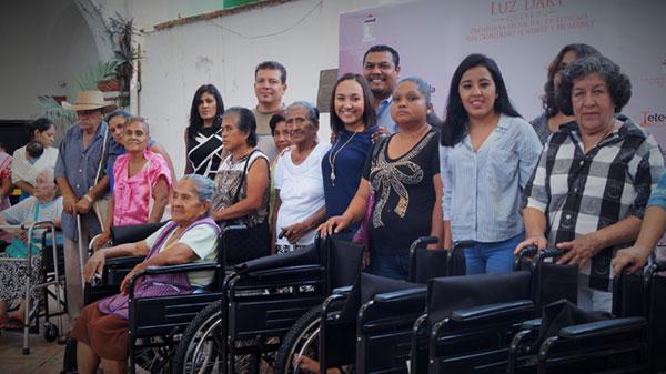 Entrega de apoyos funcionales a adultos mayores del municipio de Tetecala, Morelos.