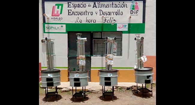 Entrega de estufas ecológicas en Nopala de Villagrán Hidalgo, para la habilitación del comedor de la comunidad que sirve a jóvenes de escasos recursos