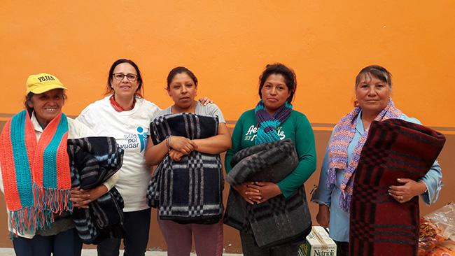 A través de los donativos en especie que recibimos por parte de ustedes, es que podemos apoyar a personas de muy bajos recursos a cubrir ciertas necesidades. En ésta ocasión sus donativos llegaron a las comunidades de San Mateo Tlajomulco, Corona del Rosal y Bellavista, Hidalgo.