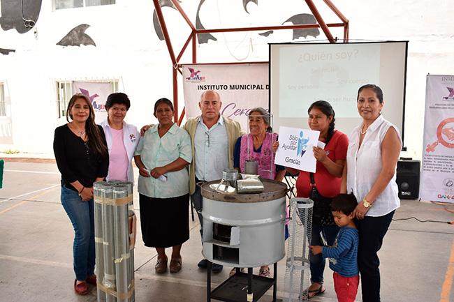 En alianza con el Instituto de la Mujer de Oaxaca hicimos entrega de estufas ecológicas a mujeres de los Municipios de Guadalupe Victoria y Candiani