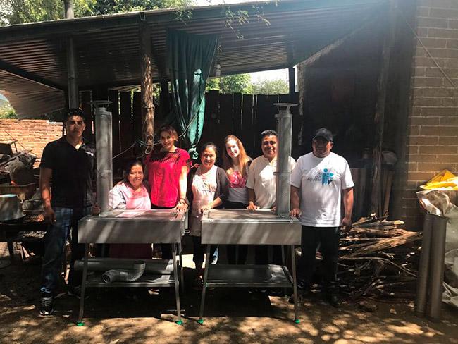 ¡Gracias Roche Bobois por ayudar a quienes más lo necesitan! Entrega de estufas ecológicas en Teotitlan del Valle, Oaxaca.