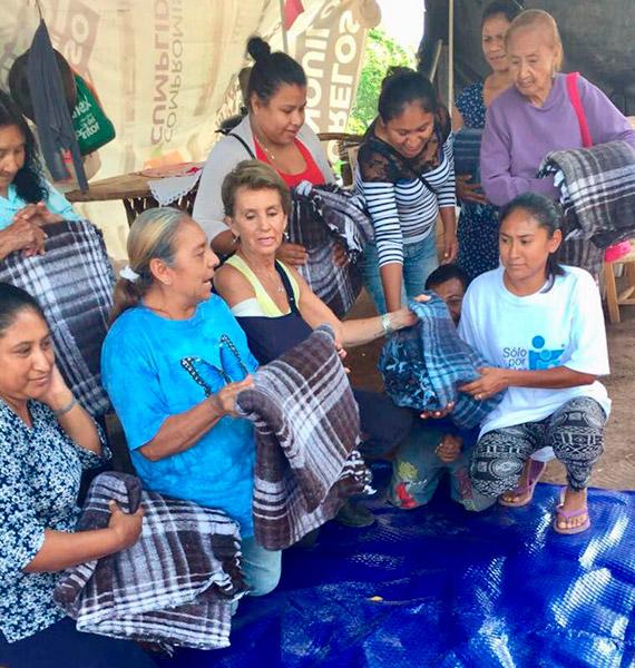 Entrega de apoyos a comunidad afectada por el sismo del 19 de septiembre en Tezoyuca Morelos.