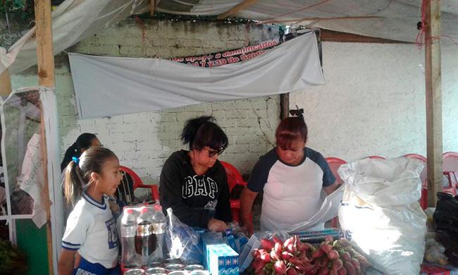 Entrega de apoyos a 24 familias damnificadas de la colonia Del en la delegación Tláhuac.
