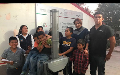 Children of the Tepexi de Rodríguez shelter in Puebla very happy building their ecological stove. Thanks to those who trust us to get these supports.